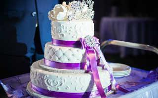 Свадебный торт в фиолетовых оттенках: необычные решения и советы по выбору
