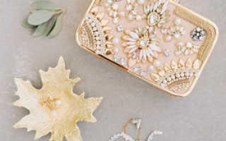 Аксессуары для свадебных фотосессий: виды, рекомендации по выбору и изготовлению