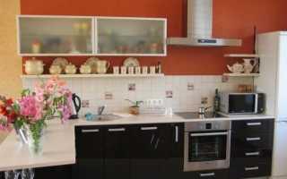 Выбираем расстояние от столешницы до навесных шкафов на кухне