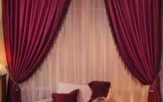 Бордовые шторы в интерьере спальни