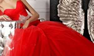 Свадебные платья с красными элементами: фото